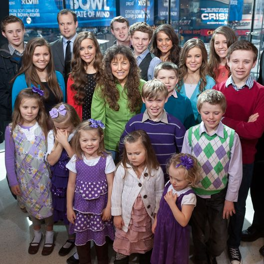 "Robert Wagner And The Duggar Family Visit ""Extra"""