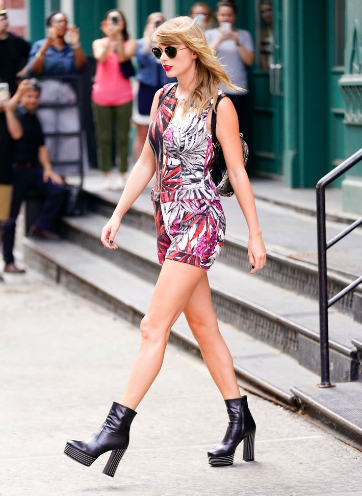 c190a0aa8dc Taylor Swift and Her Unique Style Are Back in New York