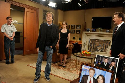 "30 ROCK -- ""Live from Studio 6H"" Episode 619 -- Pictured: (l-r) Jack McBrayer as Kenneth Parcell, Paul McCartney, Tina Fey as Liz Lemon, Alec Baldwin as Jack Donaghy"