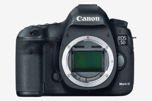 Canon EOS 5D Mark III 22.3 MP Full Frame CMOS
