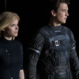 DF-14999r Reed Richards (Miles Teller) and Sue Storm (Kate Mara) harness their daunting new abilities to save Earth from a former friend turned enemy. Photo credit: Alan Markfield
