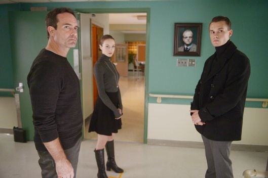 "WAYWARD PINES:  L-R:  Jason Patric, Kacey Rohl and Tom Stevens in the ""Enemy Lines"" season premiere episode of WAYWARD PINES airing Wednesday, May 25 (9:00-10:00 PM ET/PT) on FOX.  ©2016 Fox Broadcasting Co.  Cr:  Sergei Bachlakov/FOX"