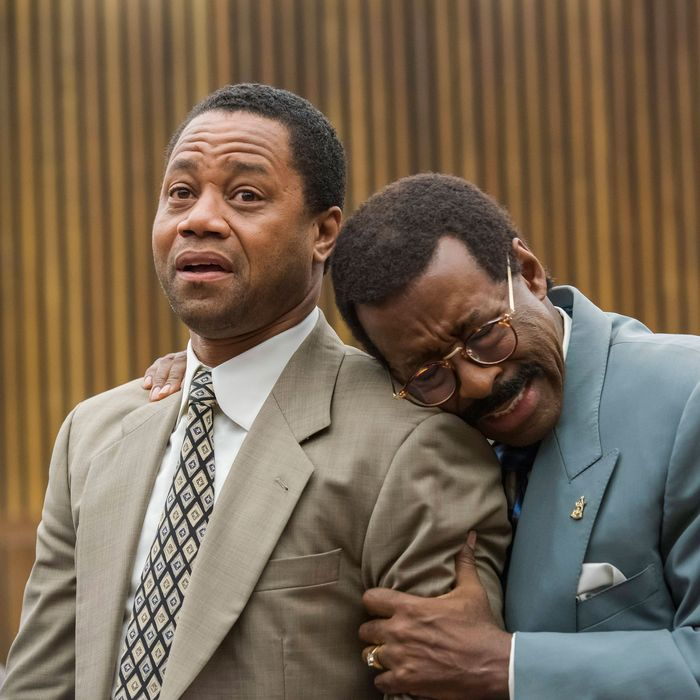 "THE PEOPLE v. O.J. SIMPSON: AMERICAN CRIME STORY ""The ""Verdict"" Episode 110 (Airs Tuesday, April 5, 10:00 pm/ep) -- Pictured: (l-r) Cuba Gooding, Jr. as O.J. Simpson, Courtney B. Vance as Johnnie Cochran. CR: Prashant Gupta/FX"
