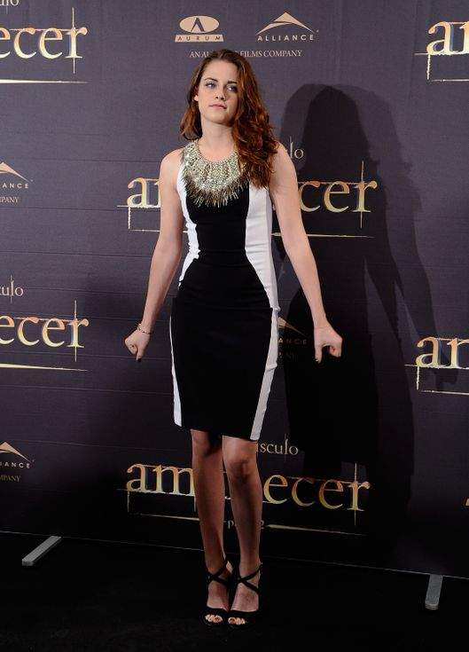 MADRID, SPAIN - NOVEMBER 15:  Kristen Stewart  attends a photocall for 'The Twilight Saga: Breaking Dawn Part 2' (La Saga Crepusculo: Amanecer Parte 2) at the Villamagna Hotel on November 15, 2012 in Madrid, Spain.  (Photo by Fotonoticias/FilmMagic)