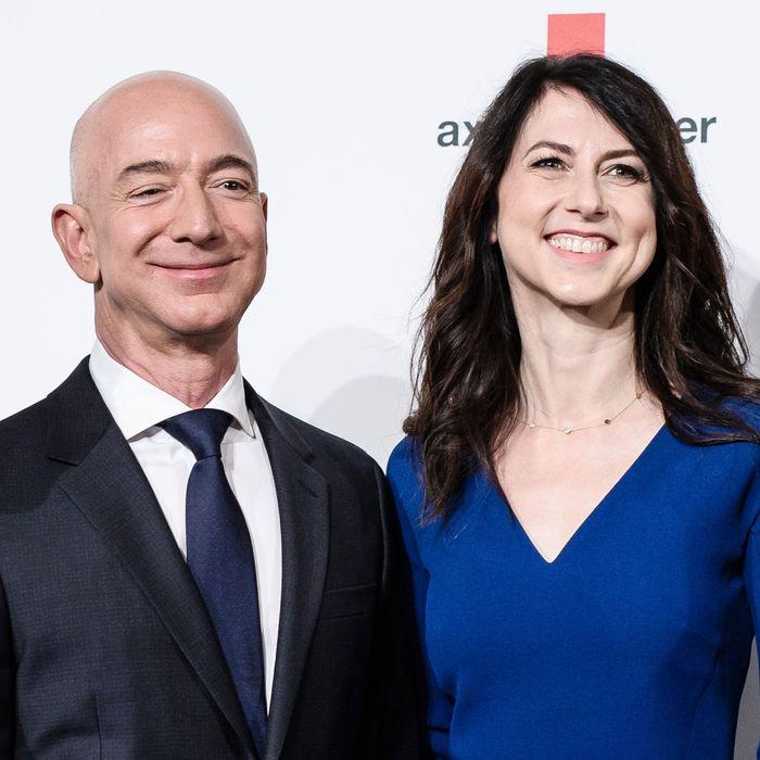 Trump S National Enquirer Allies Go After Nemesis Jeff Bezos