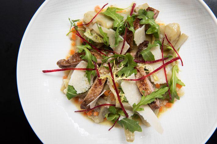 Jerusalem artichoke salad à la barigoule with sautéed guinea fowl.