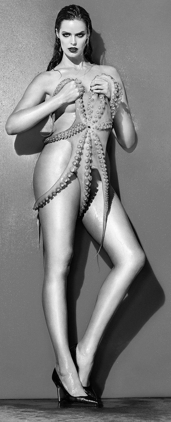Robyn Lawley Topless