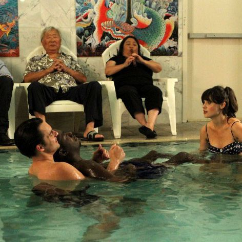 NEW GIRL: Nick (Jake Johnson, second from L) shows Winston (Lamorne Morris, third from R) and Jess (Zooey Deschanel, R) the benefits of water therapy while Schmidt (Max Greenfield, L) looks on in the