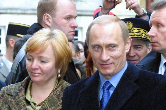 This file picture dated 12 February 2003 shows Russian President Vladimir Putin and his wife Lyudmila Putina visiting the village of Saint-Emilion in France. A women's association from Vladivostok proposed 16 November 2008 to nominate Lyudmila Putina as a candidate for the March 2008 presidential election.