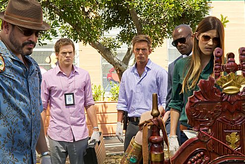 David Zayas as Angel Batista, Michael C. Hall as Dexter, Desmond Harrington as Joey Quinn, Billy Brown as Mike Anderson, and Jennifer Carpenter as Debora Morgan (Season 6, episode 8) - Photo: Randy Tepper/Showtime - Photo ID: dexter_608_1140