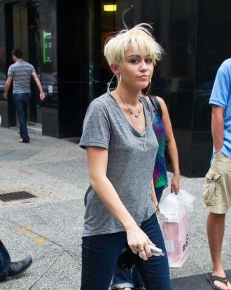 Miley Cyrus is seen leaving Tumi store in Philadelphia, PA.