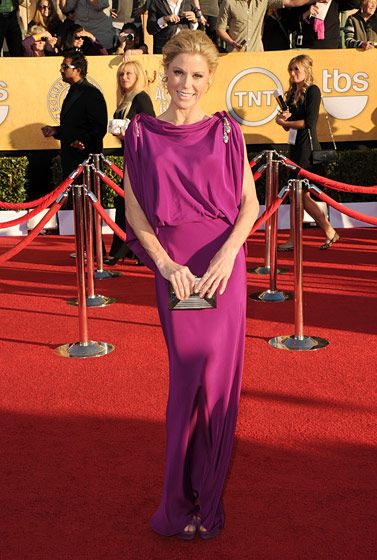 LOS ANGELES, CA - JANUARY 29:  Actress Julie Bowen arrives at the 18th Annual Screen Actors Guild Awards at The Shrine Auditorium on January 29, 2012 in Los Angeles, California.  (Photo by Jason Merritt/Getty Images)