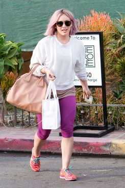 Hilary Duff with her new hair.
