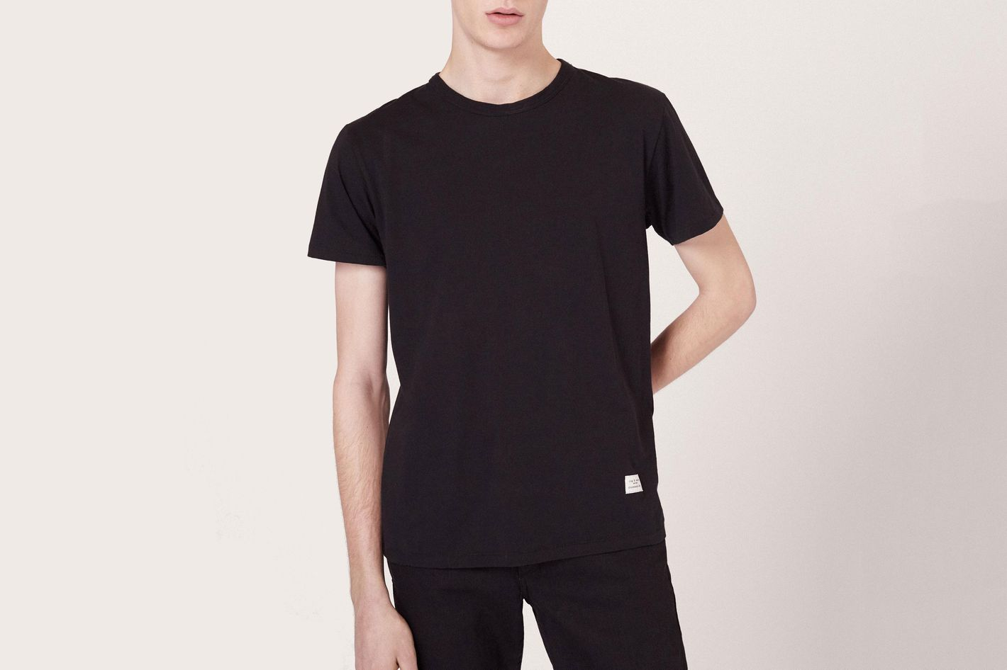 6bf7e0e45f7 13 Best Black T-shirts for Men 2018