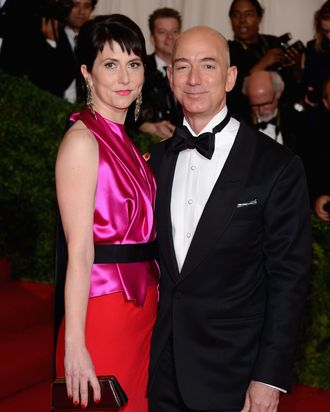 Mackenzie Bezos, Jeff Bezos, and the pocket square.