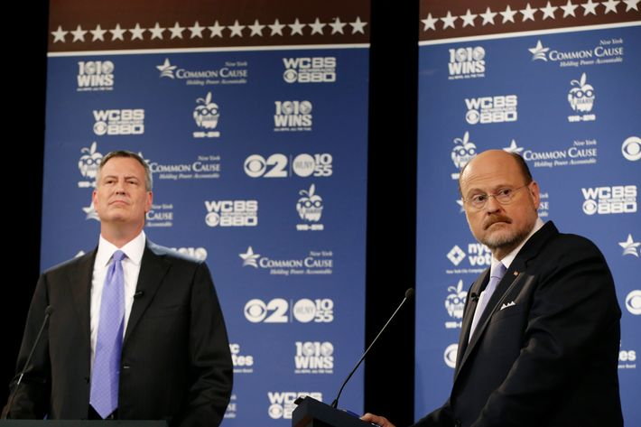 NEW YORK, NY - OCTOBER 22:  New York City Republican mayoral candidate Joe Lhota, right, glances at a screen as New York City Democratic mayoral candidate Bill de Blasio, (L), looks toward the audience before the debate on October 22, 2013 in New York City. It's the second of three debates prior to the November 5th general election. (Photo by Kathy Willens-Pool/Getty Images)