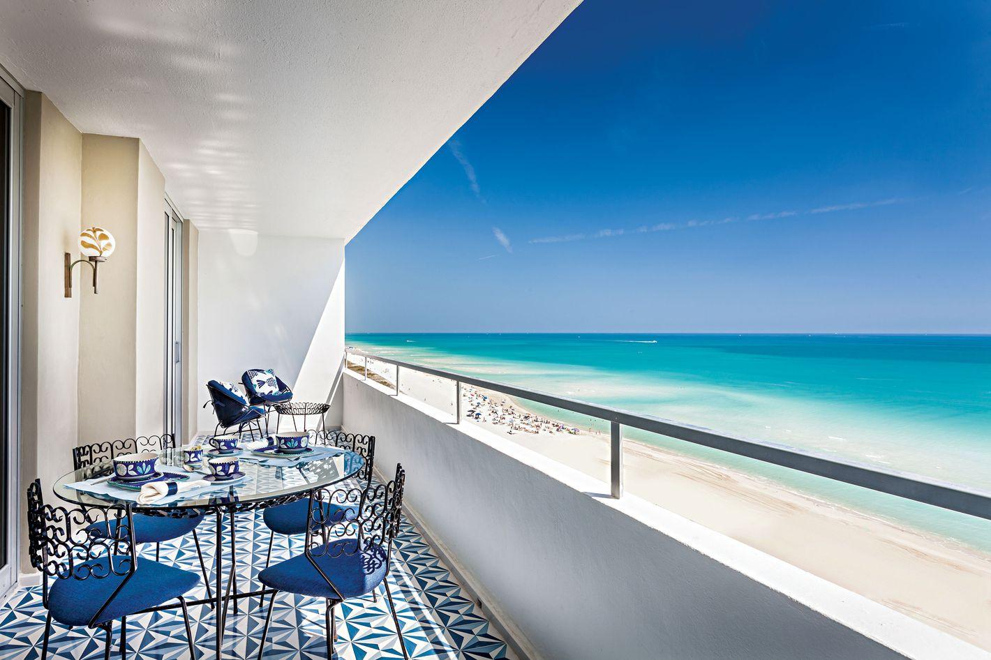 A Miami Beach Apartment That Matches the Ocean