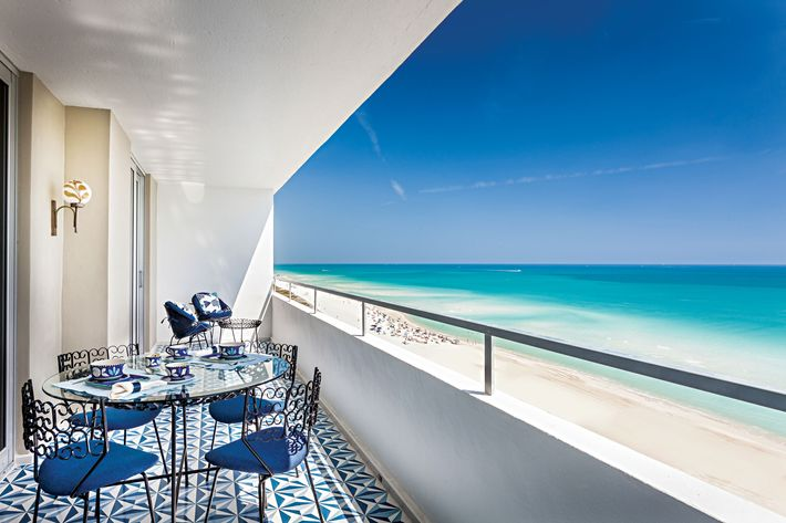 A Miami Beach Apartment That Matches The Ocean