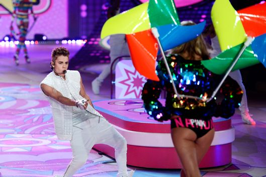 Justin Bieber performs during the 2012 Victoria's Secret fashion show November 7, 2012 in New York. AFP PHOTO/TIMOTHY A. CLARY        (Photo credit should read TIMOTHY A. CLARY/AFP/Getty Images)