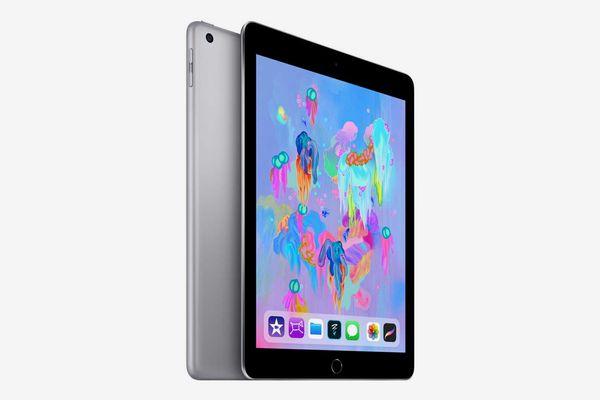 Apple iPad (6th Gen) 128GB Wi-F