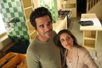 BENT -- Pilot -- Pictured: (l-r) David Walton as Pete, Amanda Peet as Alex -- Photo by: Vivian Zink/NBC