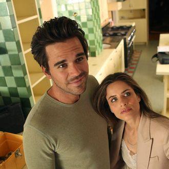 BENT -- Pilot -- Pictured: (l-r) David Walton as Pete, Amanda Peet as Alex -- Photo by: Vivian Zink/NBC