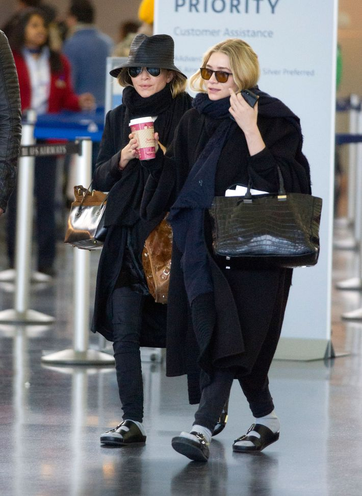 12 Photos Of The Olsen Twins Wearing Very Large Coats