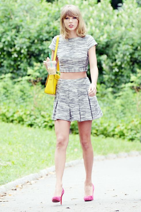 Taylor Swift out with friends in Central Park, New York.<P>Pictured: Taylor Swift<P><B>Ref: SPL808232  250714  </B><BR/>Picture by: Headlinephoto / Splash News<BR/></P><P><B>Splash News and Pictures</B><BR/>Los Angeles:	310-821-2666<BR/>New York:	212-619-2666<BR/>London:	870-934-2666<BR/>photodesk@splashnews.com<BR/></P>