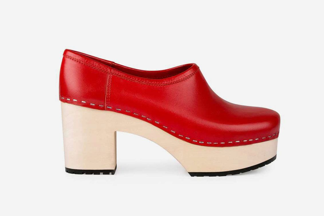 Swedish Hasbeens Bettan Clogs, Red