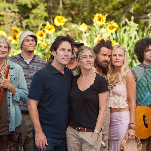 "(L to R, foreground) Kathy (KERRI KENNEY-SILVER), George (PAUL RUDD), Linda (JENNIFER ANISTON), Seth (JUSTIN THEROUX) and Eva (MALIN AKERMAN) at Elysium in ""Wanderlust"", the raucous new comedy from director David Wain and producer Judd Apatow about a harried couple who leave the pressures of the big city and join a freewheeling community where the only rule is to be yourself."