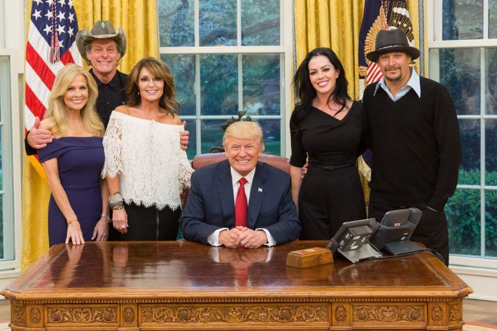 20-sarah-palin-ted-nugent-kid-rock-trump-oval-office.w710.h473.jpg