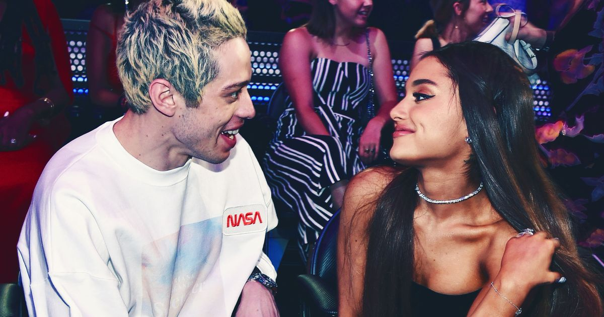 Pete Davidson and Ariana Grande Made Out in Front of Pasta