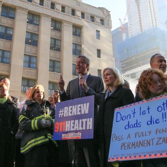 Mayor de Blasio pushes for Zadroga Act extension at Ground Zero