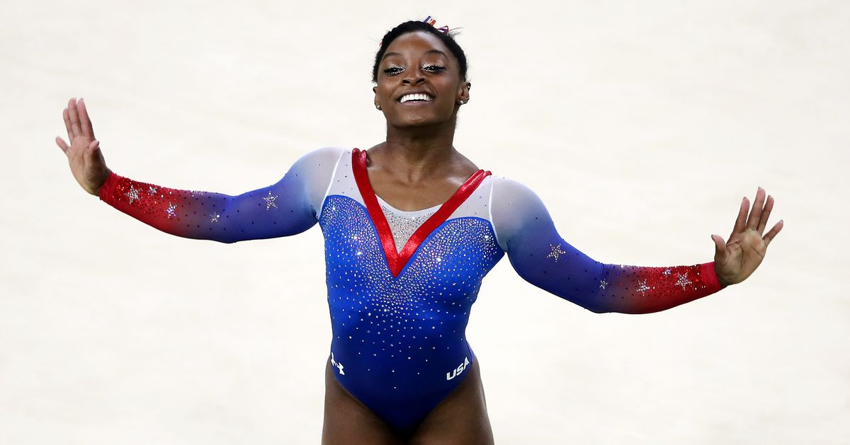 Simone biles held up the olympics closing ceremony because everyone wanted a selfie with her - Simone biles pics ...