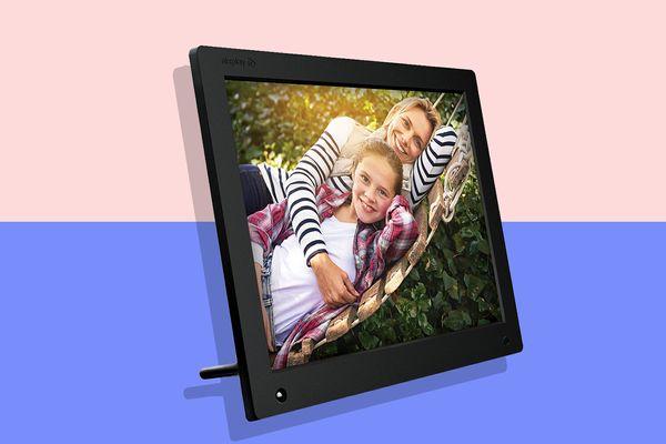 Nixplay Original 15-inch WiFi Cloud Digital Photo Frame