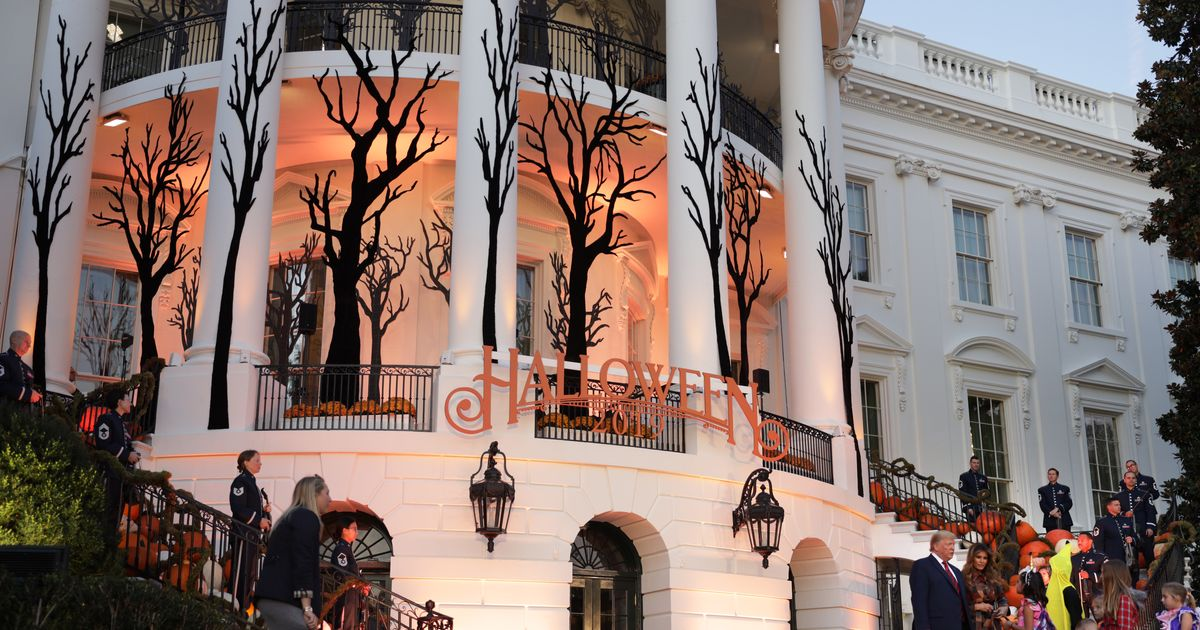 """Kids Asked to 'Build the Wall"""" at White House Halloween"""