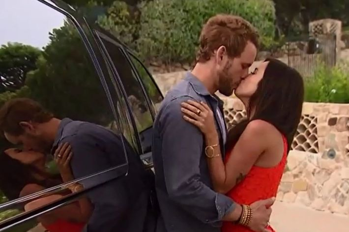 nick and kaitlyn doing what they do best photo abc - De Bachelor Girls Nick
