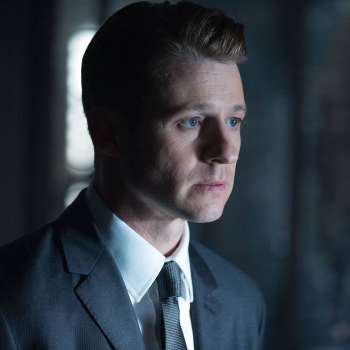 """GOTHAM: L-R: Benjamin McKenzie in the """"Rise of the Villains: By Fire"""" episode of GOTHAM airing Monday, Oct. 26 (8:00-9:00 PM ET/PT) on FOX. ©2015 Fox Broadcasting Co. Cr: Jessica Miglio/ FOX."""