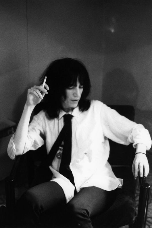 patti smith dancing barefoot