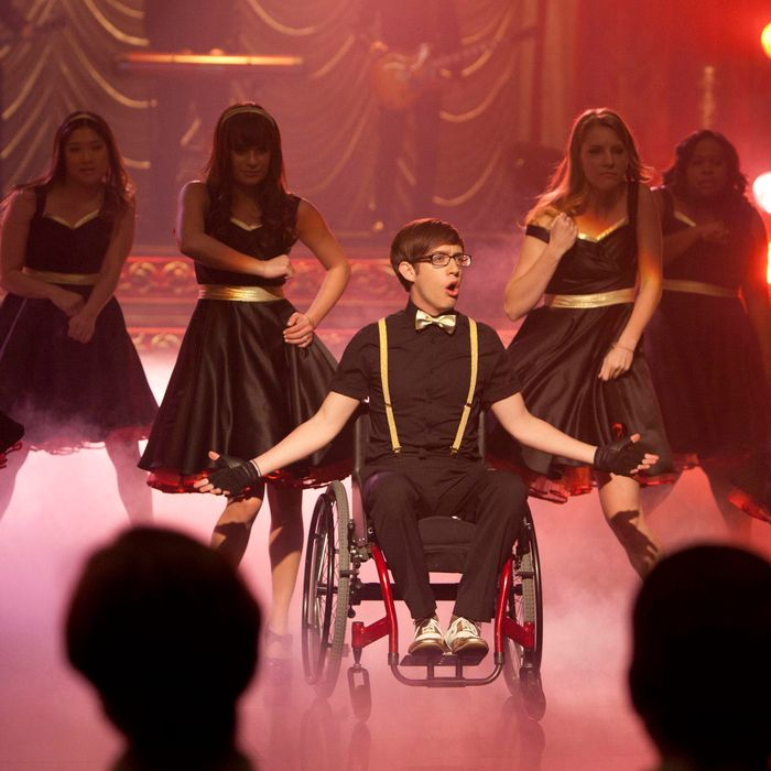 GLEE: New Directions perform at Regionals in the