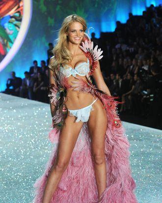 Erin Heatheron walks the Victoria's Secret show.