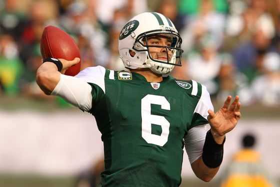 EAST RUTHERFORD, NJ - NOVEMBER 27:  Mark Sanchez #6 of the New York Jets in action against the Buffalo Bills during their game on November 27, 2011 at  MetLife Stadium in East Rutherford, New Jersey.  (Photo by Al Bello/Getty Images)