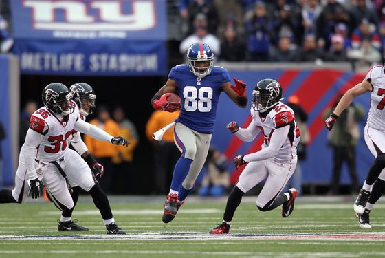EAST RUTHERFORD, NJ - JANUARY 08:  Hakeem Nicks #88 of the New York Giants scores a 72-yard touchdown reception in the third quarter against the Atlanta Falcons during their NFC Wild Card Playoff game at MetLife Stadium on January 8, 2012 in East Rutherford, New Jersey.  (Photo by Nick Laham/Getty Images)