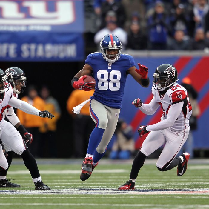 Hakeem Nicks #88 of the New York Giants scores a 72-yard touchdown reception in the third quarter against the Atlanta Falcons during their NFC Wild Card Playoff game.