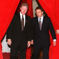 US President Bill Clinton (L) and British Prime Mi