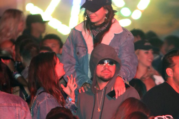 Leonardo dicaprio had a sneaky disguise for coachella 2018 leonardo dicaprio had a very sneaky coachella disguise m4hsunfo