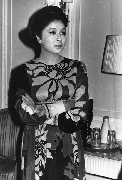 "<b>Born: </b>1929  <b>Wife of: </b>Ferdinand Marcos, deposed President of the Philippines, embezzled billions while establishing crony capitalism and, eventually, instituting martial law.  <b>Her Story: </b>Imelda Marcos was known to dip into the Philippines' treasury to bankroll her lavish parties and world travel. But even the People Power revolutionaries who seized the Malacañan Palace in 1987 were shocked to find more than a <a href=""http://www.time.com/time/magazine/article/0,9171,963620,00.html"">thousand pairs</a> of shoes in her closet. Marcos, meanwhile, had already fled to Hawaii, reportedly <a href=""http://www.youtube.com/watch?v=QcUXtb1uQ8Q"">wearing modest</a> Nordstrom espadrilles."