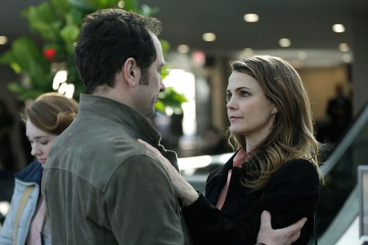 "THE AMERICANS -- ""March 8, 1983"" Episode 313 (Airs Wednesday, April 22, 10:00 PM e/p) Pictured: (l-r) Matthew Rhys as Philip Jennings, Keri Russell as Elizabeth Jennings. CR: Patrick Harbon/FX"