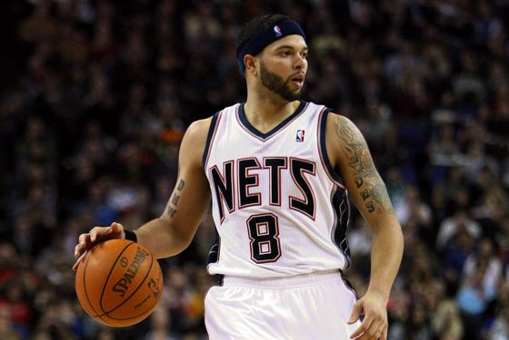 LONDON, ENGLAND - MARCH 04:  #8 Deron Williams of the Nets in action during the NBA match between New Jersey Nets and the Toronto Raptors at the O2 Arena on March 4, 2011 in London, England. NOTE TO USER: User expressly acknowledges and agrees that, by downloading and/or using this Photograph, User is consenting to the terms and conditions of the Getty Images License Agreement.  (Photo by Warren Little/Getty Images)