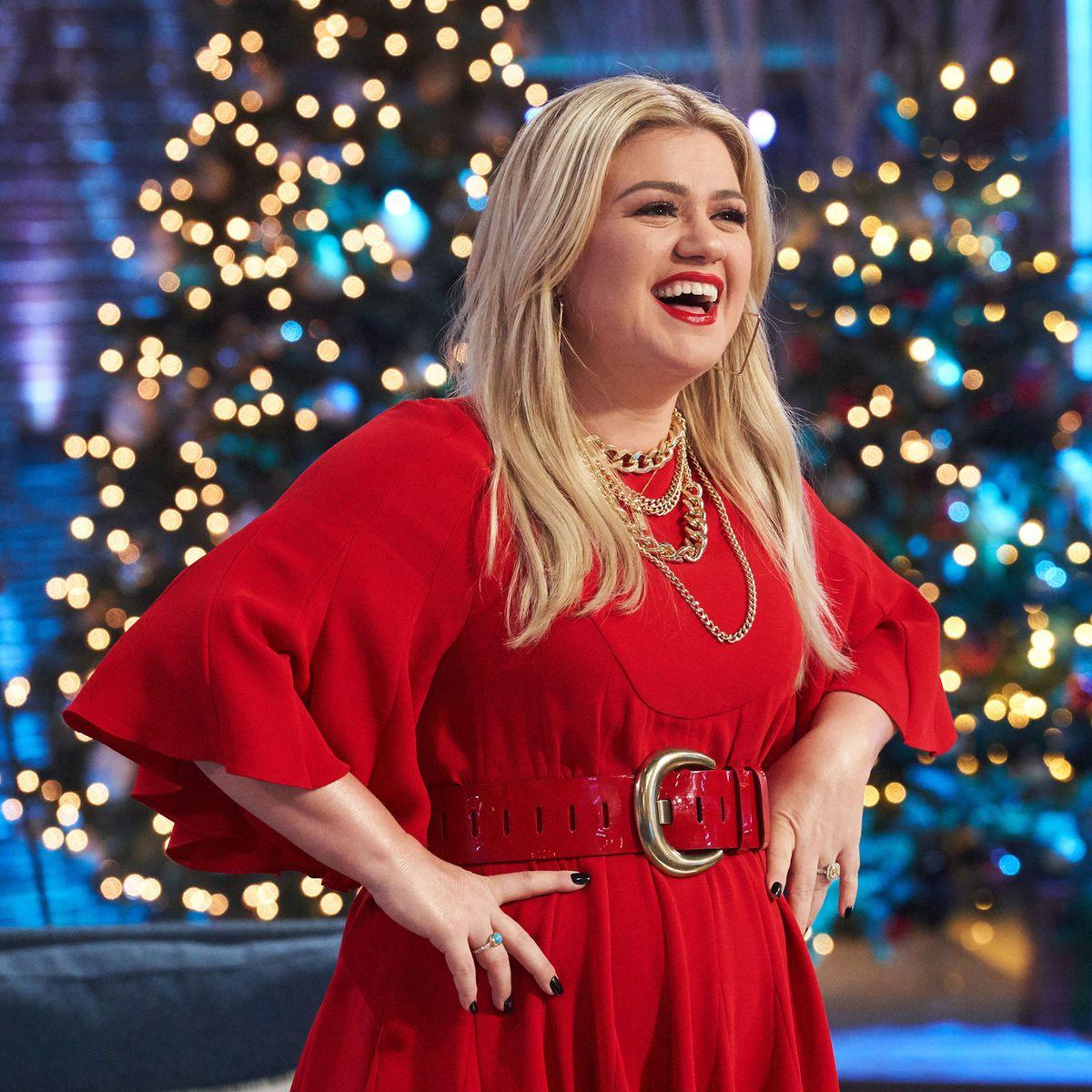 Kelly Clarkson Drops New Christmas Song Under The Mistletoe